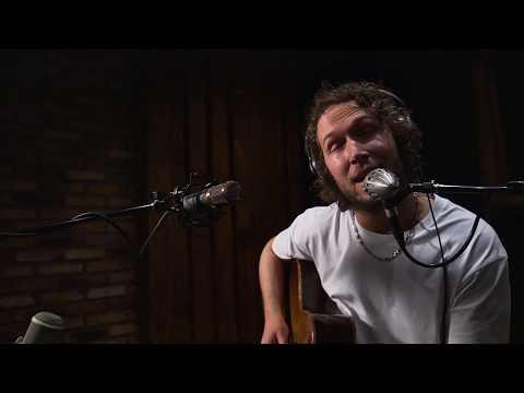 Logistics - Broken Light (feat. Thomas Oliver) [Official Acoustic Video] - UCw49uOTAJjGUdoAeUcp7tOg
