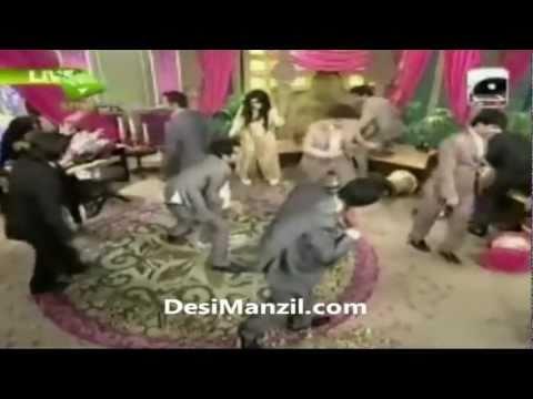 Shaista Wahidi Fell Down While Meera is Dancing