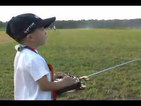 4 Year Old Justin Jee - RC Heli Stick Movement - Sep 2006 - UCVSodLmZ88LzvMmFyElmopw