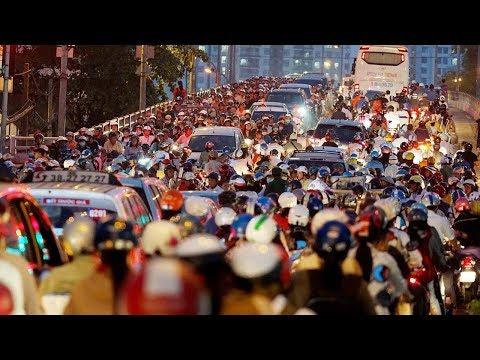 Hết Tết, hàng trăm ngàn người kẹt trên Quốc Lộ 1 phía Nam