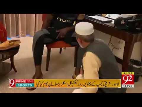 Chacha Noor Ud Din Gifts Peshawari Chappal To PSL Stars