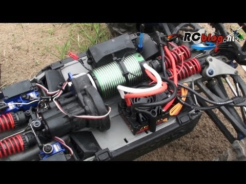 Castle Creations Mamba Monster 2 in Traxxas Summit video review (NL) - UCXWsfadxZ1qM0HKuPOx1ptg