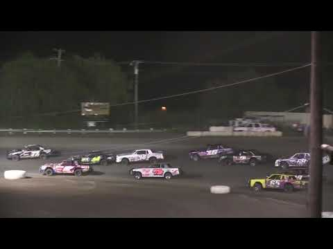 HOT Istock 08 18 17 - dirt track racing video image