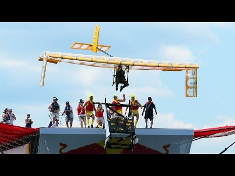 MIT Monkey Ballers build a plane for Red Bull Flugtag 2016 - UCFe-pfe0a9bDvWy74Jd7vFg