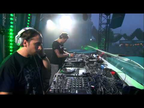 Marco Bailey vs Cristian at Tomorrowland 2012 - UCsN8M73DMWa8SPp5o_0IAQQ