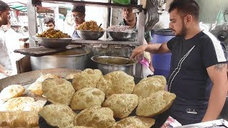 The Young Man Manages Everything - 2 Big Puri @ 20 rs - Street Food Punjab
