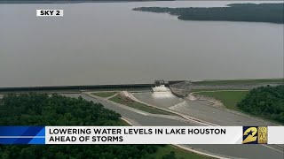 Lowering water levels in Lake Houston ahead of storms