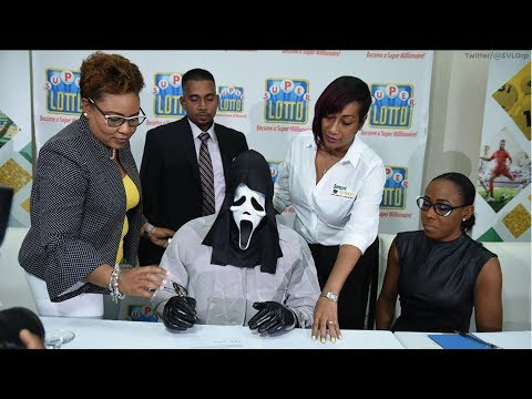 Sợ mọi người biết, một ông đeo mặt nạ đi lãnh $1.37 triệu tiền trúng số