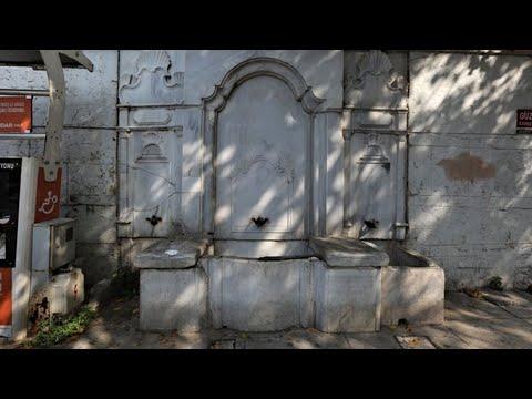Çengelköy'de tarihi çeşme yerinden kaldırıldı