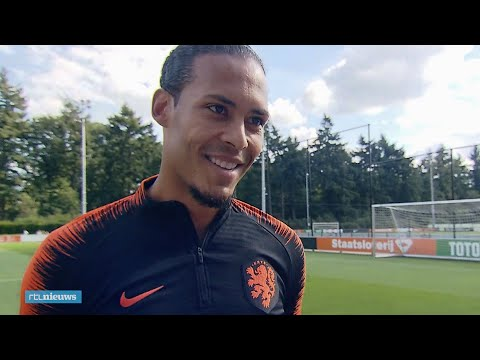 Virgil van Dijk blijft bescheiden: 'Ben niet te vergelijken met Messi en Ronaldo' - RTL NIEUWS