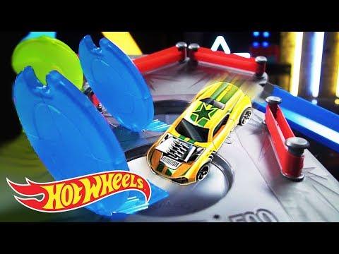 AWESOME REBOUND RACEWAY COMPETITION! | Orange Vs Blue | Hot Wheels