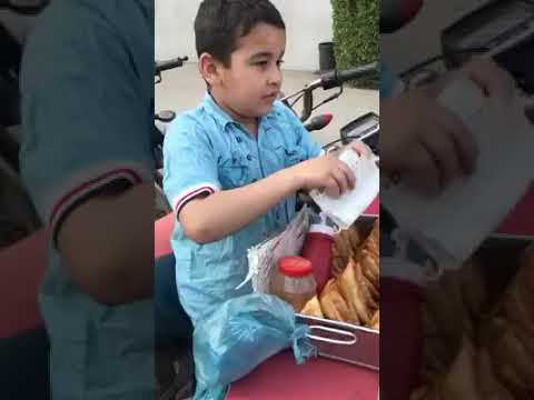 Meet This Little Champ Zahid, Selling Samosa Outside Mamji Hospital FB Area Karachi