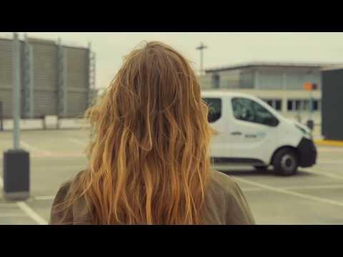 Trailer Promi-Bus Spezial mit Laura Dahm