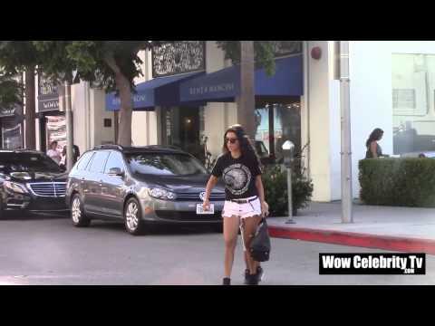 Kourtney Kardashian and Mason go shopping in Beverly Hills - UCCUFMMvIWqvf699wIGfsFeg