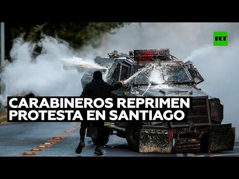 Carabineros reprimen una nueva protesta en Santiago de Chile por la libertad de los presos políticos