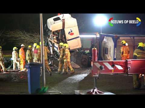 11-03-19 Dode en gewonde na ernstig ongeval met tankwagen in Rotterdam photo