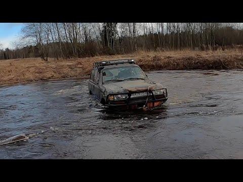 Еле выехали из леса, быстрая река сносит машины! встретили Ярика без рычага...