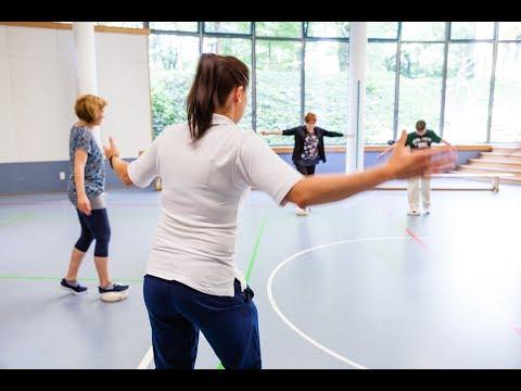 Viel Bewegungsfreiheit bei Gruppentherapien in Sporthalle