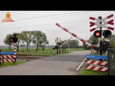 DUTCH RAILROAD CROSSING - Tricht - Oude Hoevenseweg photo
