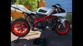 Cambio olio motore su una Ducati 848