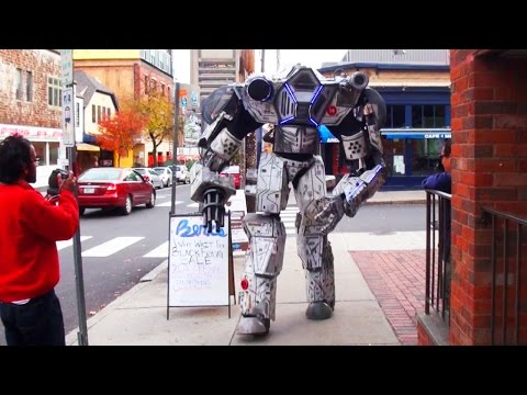 Real Life Giant Robot on the Rampage - UCguNAJf9XDShvf8RDRt7gjw