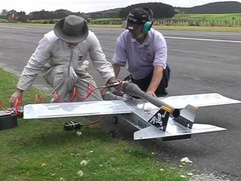 Pulsejet powered World Models TameCat RC plane, maiden flight - UCQ2sg7vS7JkxKwtZuFZzn-g