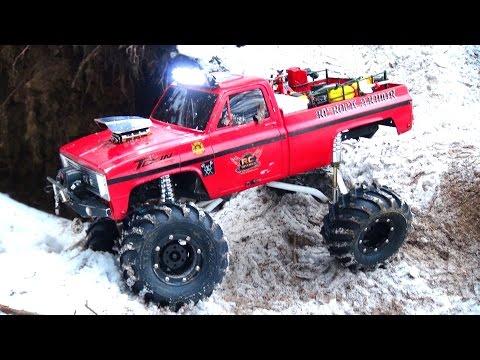 RC ADVENTURES - Do You Even FLEX Bro?! The BEAST - NYE 2015 SPECiAL - Axial SCX10 Trail 4x4 Truck - UCxcjVHL-2o3D6Q9esu05a1Q
