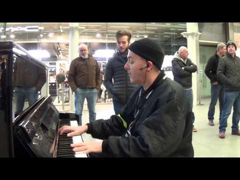 Bouncer Disrupts Piano Performance - UClw8Huc_XZcz46GJh5Z0wuA