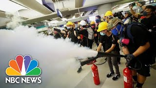 Hong Kong Protesters Form Barricades, Use Fire Extinguishers To Block Police | NBC News