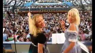 Das ist Wahnsinn - 2 Blondinen auf dem Oktoberfest<br>dirigieren den Wiesnhit (Video: Gerd Bruckner)