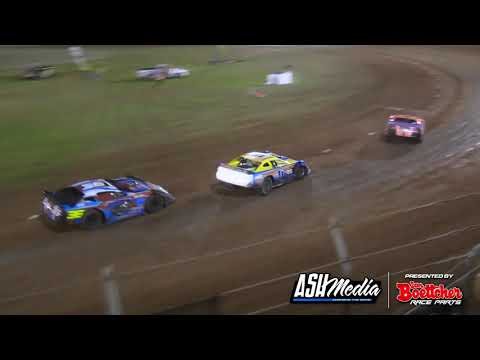 Super Sedans: Summer Slam - Heat 6 - Kingaroy Speedway - 01.01.2017 - dirt track racing video image