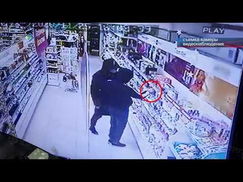 Юноша обматерил полицейского и совершил два грабежа