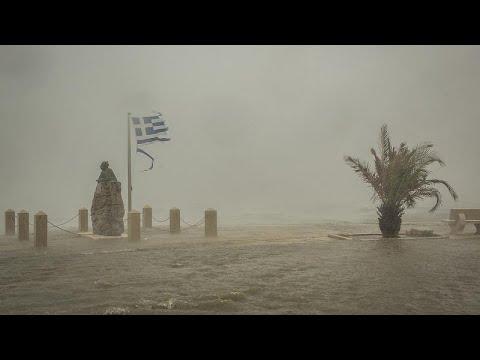 Ciudades inundadas y dos fallecidos por el paso del «medicane» Ianós