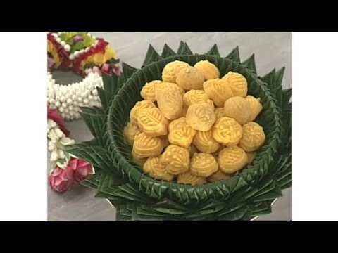 ขนมทองเอก Wheat flour dumplings with egg yolks (Thai dessert) Khanom Thong Ek