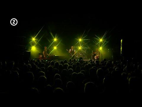Ter nagedachtenis aan Chris Götte gaf BLØF op donderdag 12 mei een speciaal concert in het Arsenaal theater in Vlissingen. Omroep Zeeland was erbij en maakte dit verslag.