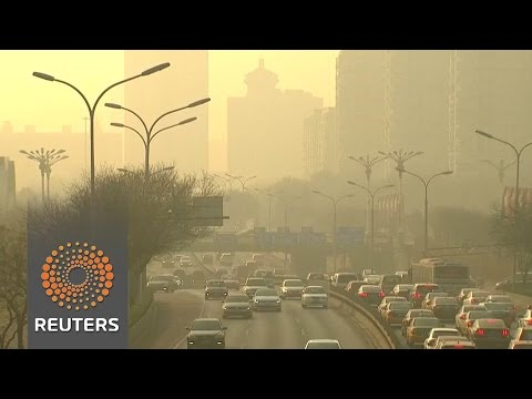 """Day two of Beijing's first-time red alert for """"fog"""""""