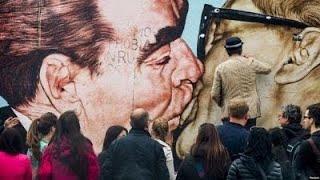 Братский поцелуй политическое