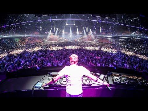 Armin van Buuren live at Amsterdam Music Festival 2015 - UCu5jfQcpRLm9xhmlSd5S8xw