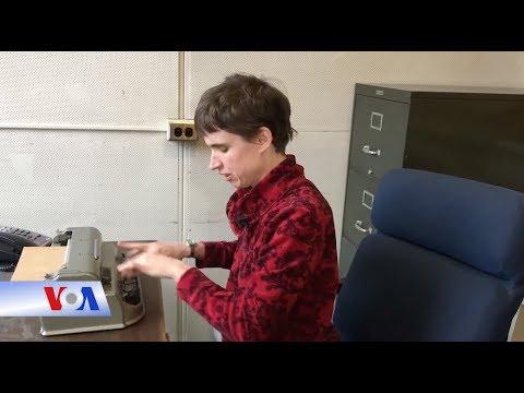 Giáo sư khiếm thị nhìn thấy nét đẹp trong ngôn ngữ và giảng dạy (VOA)