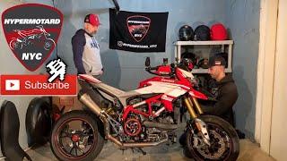 Cambio filtro aria su una Ducati Hypermotard 820