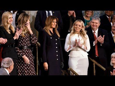 Đệ nhất phu nhân đeo một găng tay đến nghe thông điệp liên bang