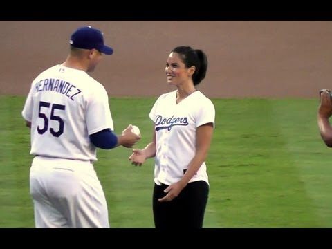 Olivia Munn Throws First Pitch at Dodger Stadium - Actress from HBO's The Newsroom & Fox's New Girl - UCfNd7V79aqHJM9HpXvWukCg