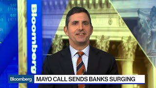 Banks Surge as Mike Mayo Sees Rate Cuts Sparking a 1995 'Party'