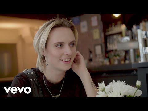 MØ - Deal Breakers & Day Drinking: A Dream Date with MØ - UC2pmfLm7iq6Ov1UwYrWYkZA