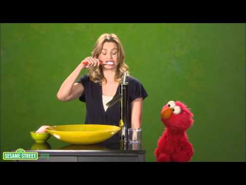 Sesame Street: Ellen Pompeo Is Healthy
